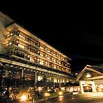 鷹泉閣岩松旅館の外観