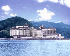 鴨川ホテル三日月の外観