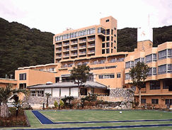 鴨川ヒルズリゾートホテルの外観