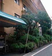 川堰苑いすゞホテルの外観