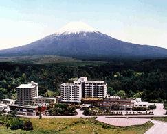 ホテル鐘山苑の外観