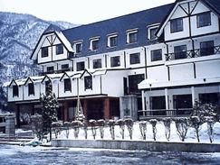 穂高荘山のホテルの外観