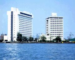 ホテル琵琶湖プラザの外観