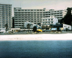 ホテル三楽荘の外観