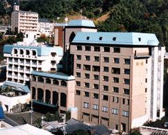 ホテル椿館本館の外観
