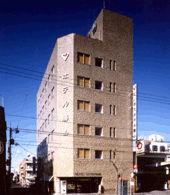 ビジネスホテル勝山の外観