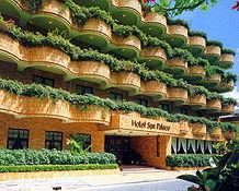ホテルサンパレス球陽館の外観