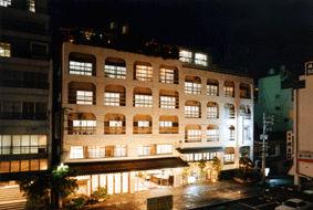 ホテル芳泉鶴の外観